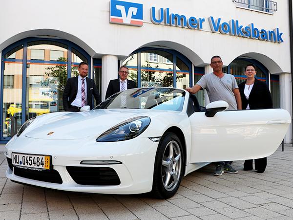 Gewinnübergabe des Porsche Boxster