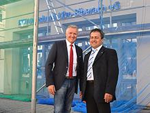 Josef Schneiderhan (links) und Anton Unmuth vor der Baustelle in Bad Buchau