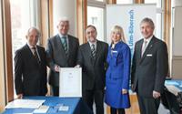 Stiftungsrat mit Gründungsurkunde
